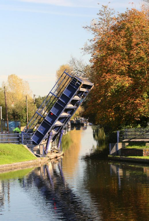 Kennet and Avon Canal, Lifting Bridge, Aldermaston Wharf
