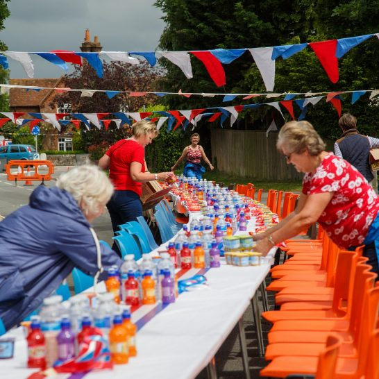 Queens 90 - preparation for the street party