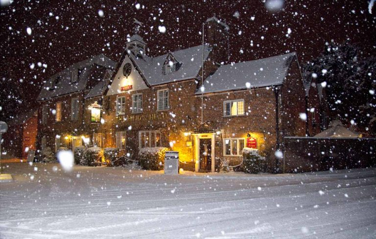 Snowy Aldermaston- The Hinds Head
