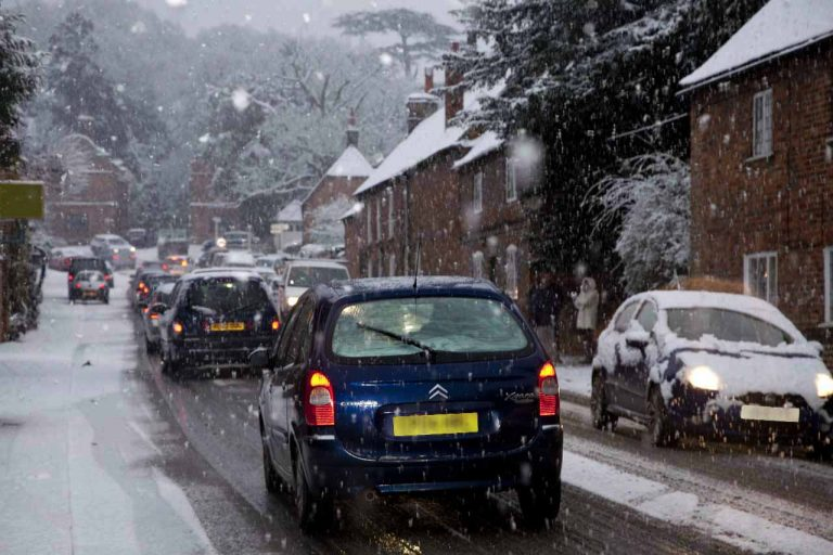 Snowy Aldermaston- traffic in The Street